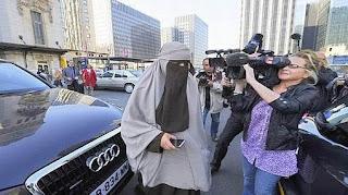 منقبة تعلن ترشحها لانتخابات الرئاسة الفرنسية