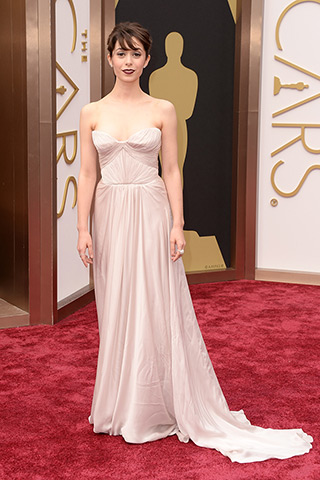 http://www.style.com/peopleparties/parties/slideshow/redcarpet-030214_oscars_2014/?iphoto=67