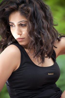 Hot Spicy Singer Neha Bhasin navel show