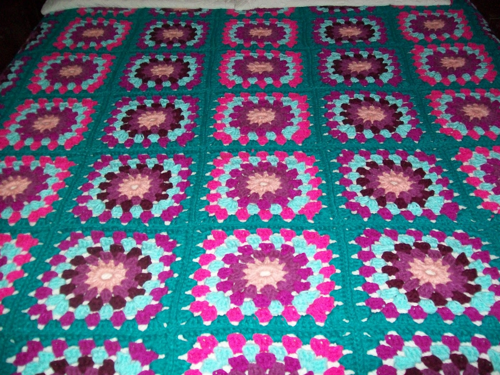 Colchas a crochet para cama imagui for Colchas de punto de lana