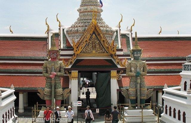 Wat-Phra-Kaew-Yakshas