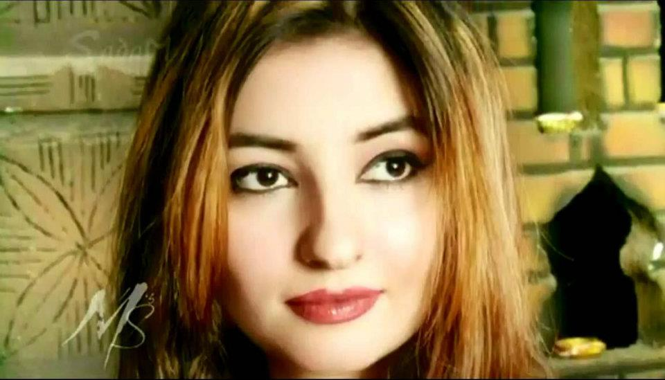 Pashto Beautiful Singer Gul Panra HQ Walppaer