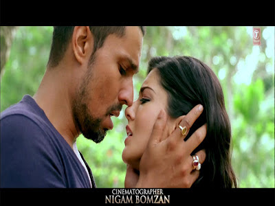 Sunny Leone Kiss with Randeep  Jism 2 Title Video Song