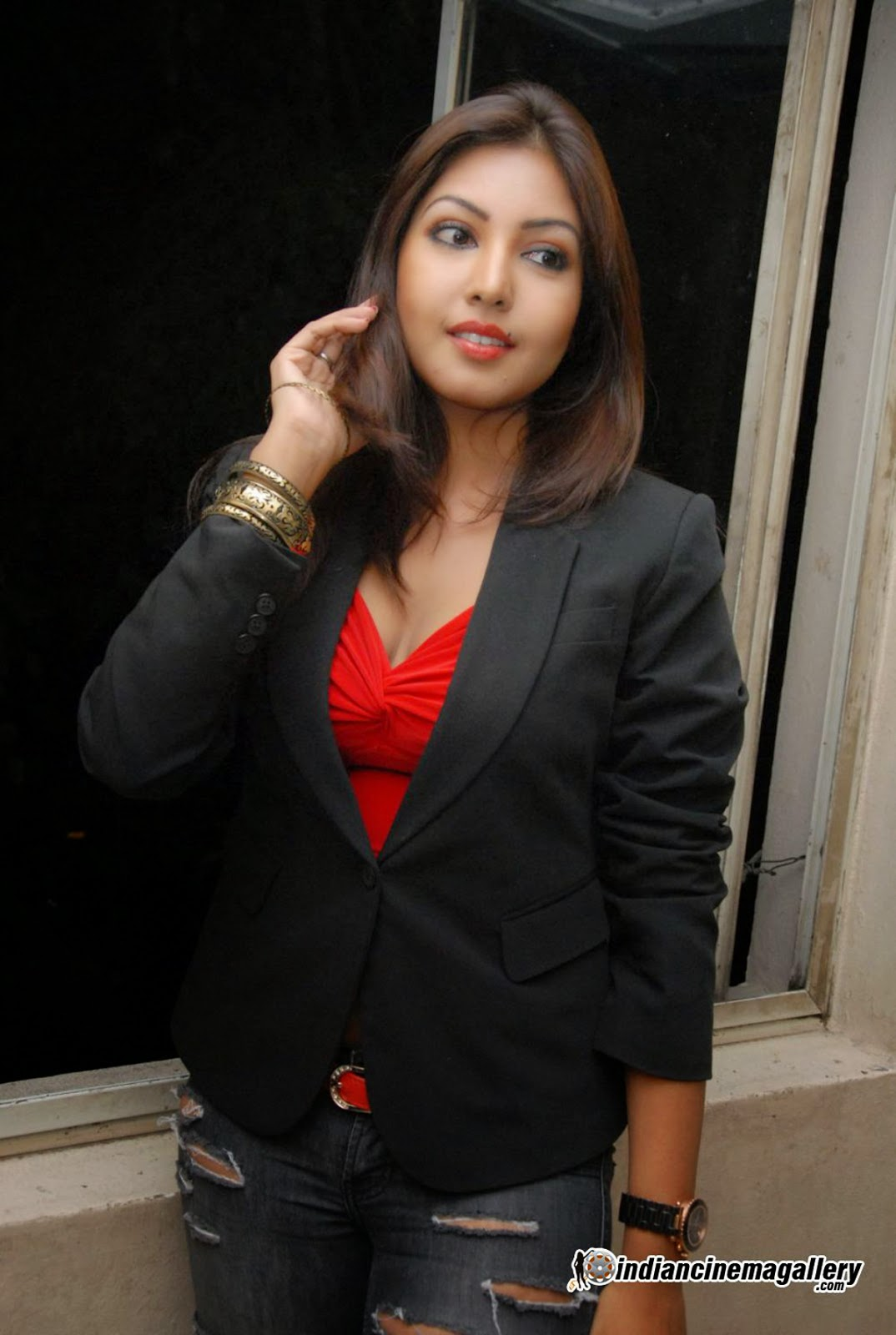 Komal Jha red top black jacket hot pics