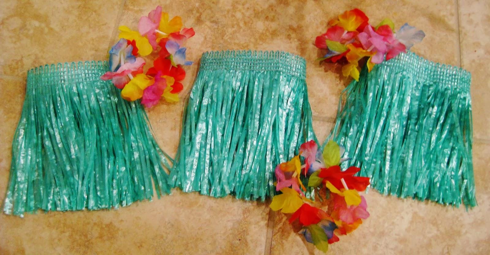 Hawaiian doll dress with free pattern  |bonnieprojects.blogspot.com