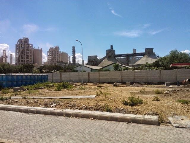 Pemandangan Sekeliling Gedung Corporate University PT SI