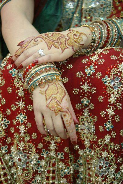 Mehndi Hands Dps : Beautiful hands with bangles dps for girls awesome dp