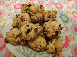 Cornflake and raisin cookies