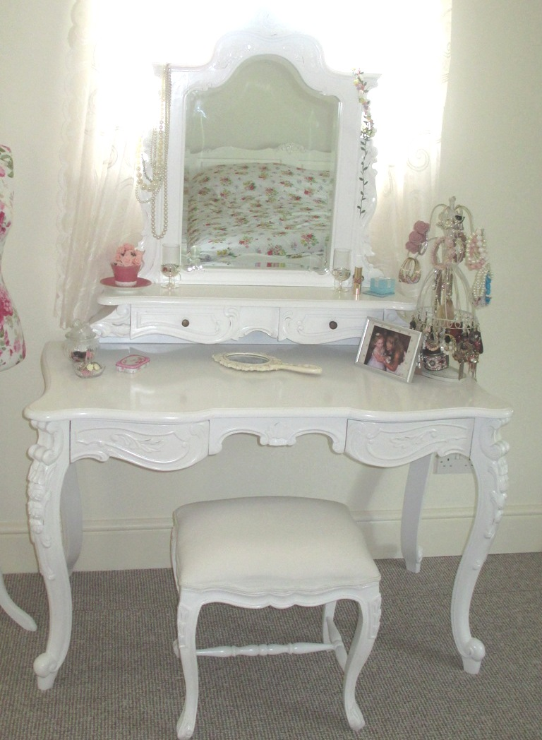 Mummysshoes frivolous friday shabby chic dressing table for French white dressing table