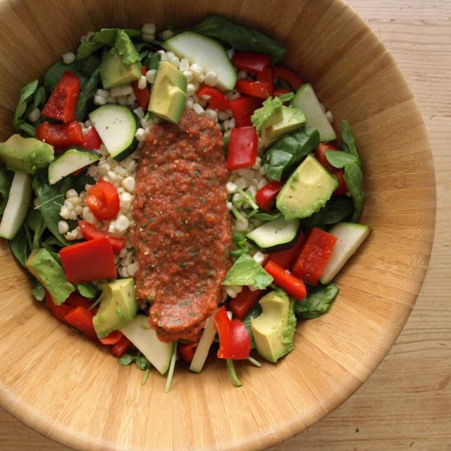 THE SIMPLE VEGANISTA: Farmer's Market Salad w/ Marina'raw' Sauce