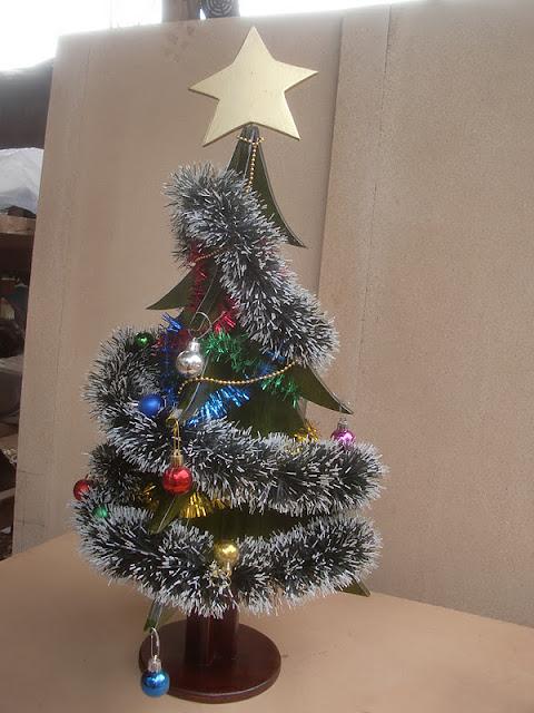 aqu tenemos el pequeo rbol ya decorado bueno como pueden ver no soy muy buen decorador que digamos la intencin cuenta verdad tenemos el - Arbol De Navidad Pequeo