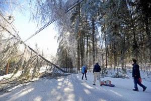 MILES CONTINUAN SIN ELECTRICIDAD POR TORMENTA INVERNAL EN EU, 26 de diciembre 2013