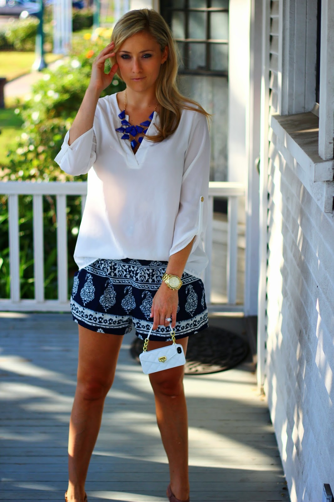 stylinanddialin, summer outfit, printed shorts, nine west sandals