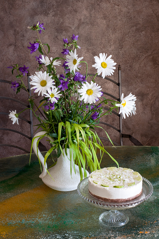 Raw lime cake with flowers