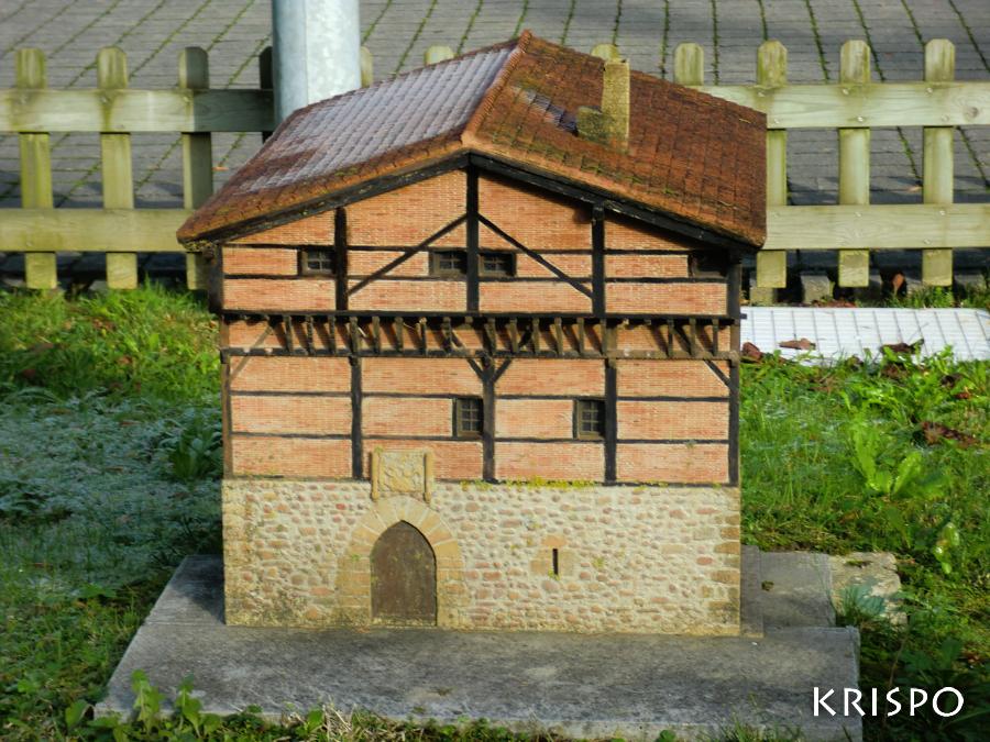Miniatura de la Torre Legazpi en miramon