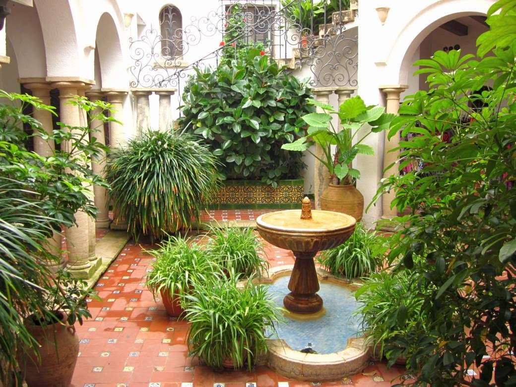Andalusian courtyard in Roc de Sant Gaieta