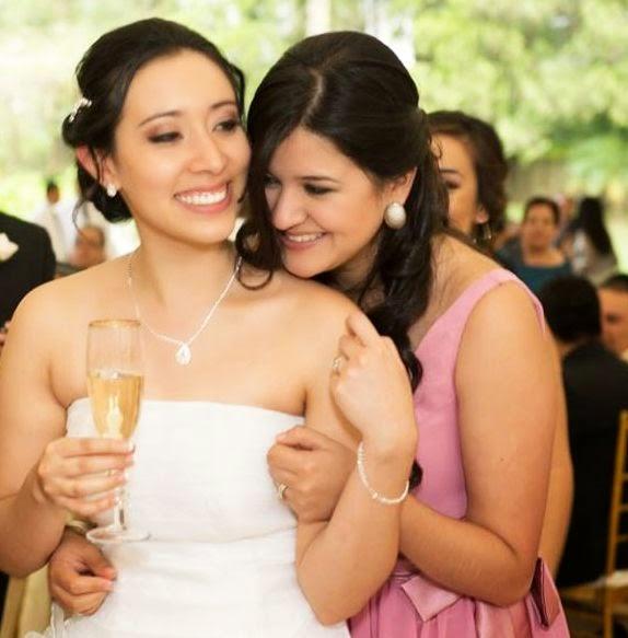 Mi hija en la boda de su gran amiga