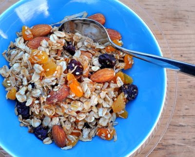 Homemade Granola with Almonds & Apricots