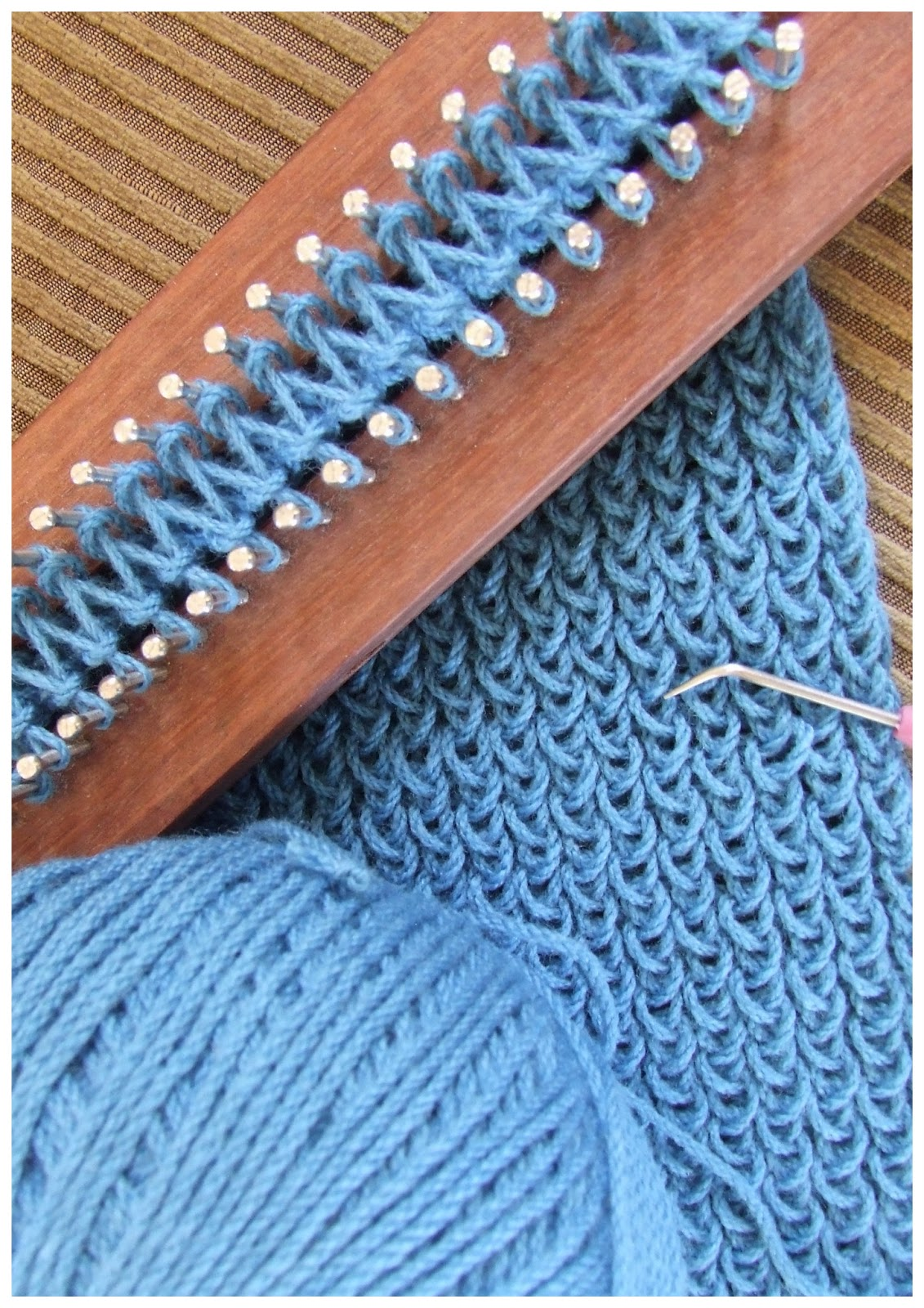 Knit Stitch On A Long Loom : FitzBirch Crafts: Loom Knitting