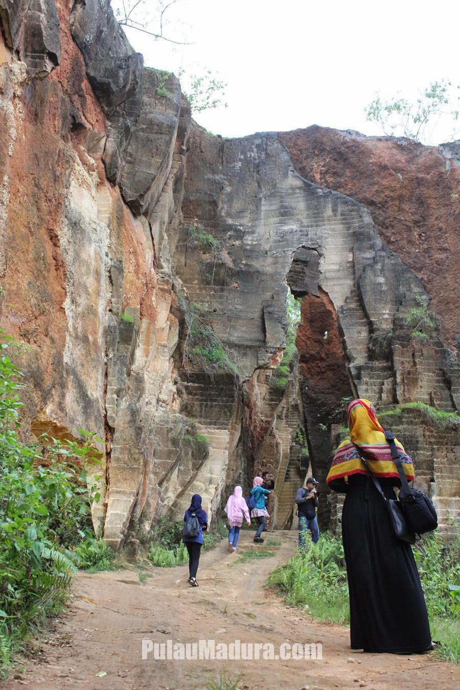Obyek Wisata Alam Batu Kapur Arosbaya Bangkalan - Madura - Jawa Timur