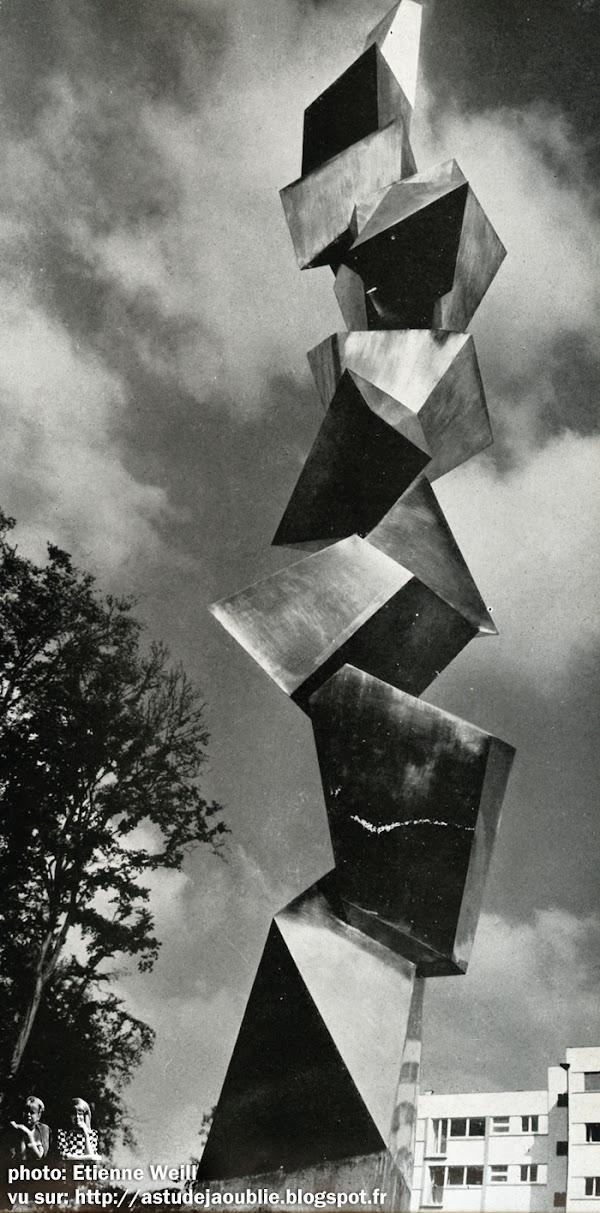 Vaucresson - Résidence de Vaucresson  Architecte:  Henry Pottier  Sculpture: André Bloc - 1958  Mosaïque: H. Stragiotti - 1962