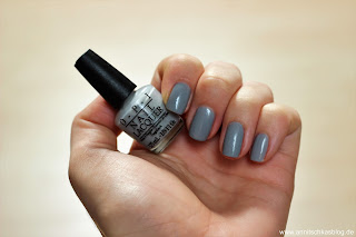 OPI Fifty Shades of Grey - Nagellack-Box Tragebild - www.annitschkasblog.de