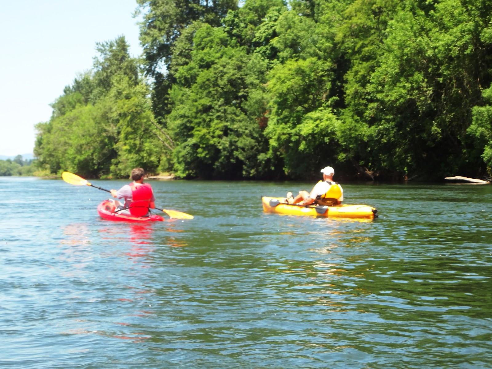 http://4.bp.blogspot.com/-zICiYnkqW-c/UAXKq-fqfsI/AAAAAAAADDc/L5focHEAKHE/s1600/phil+and+vic+kayaking.jpg