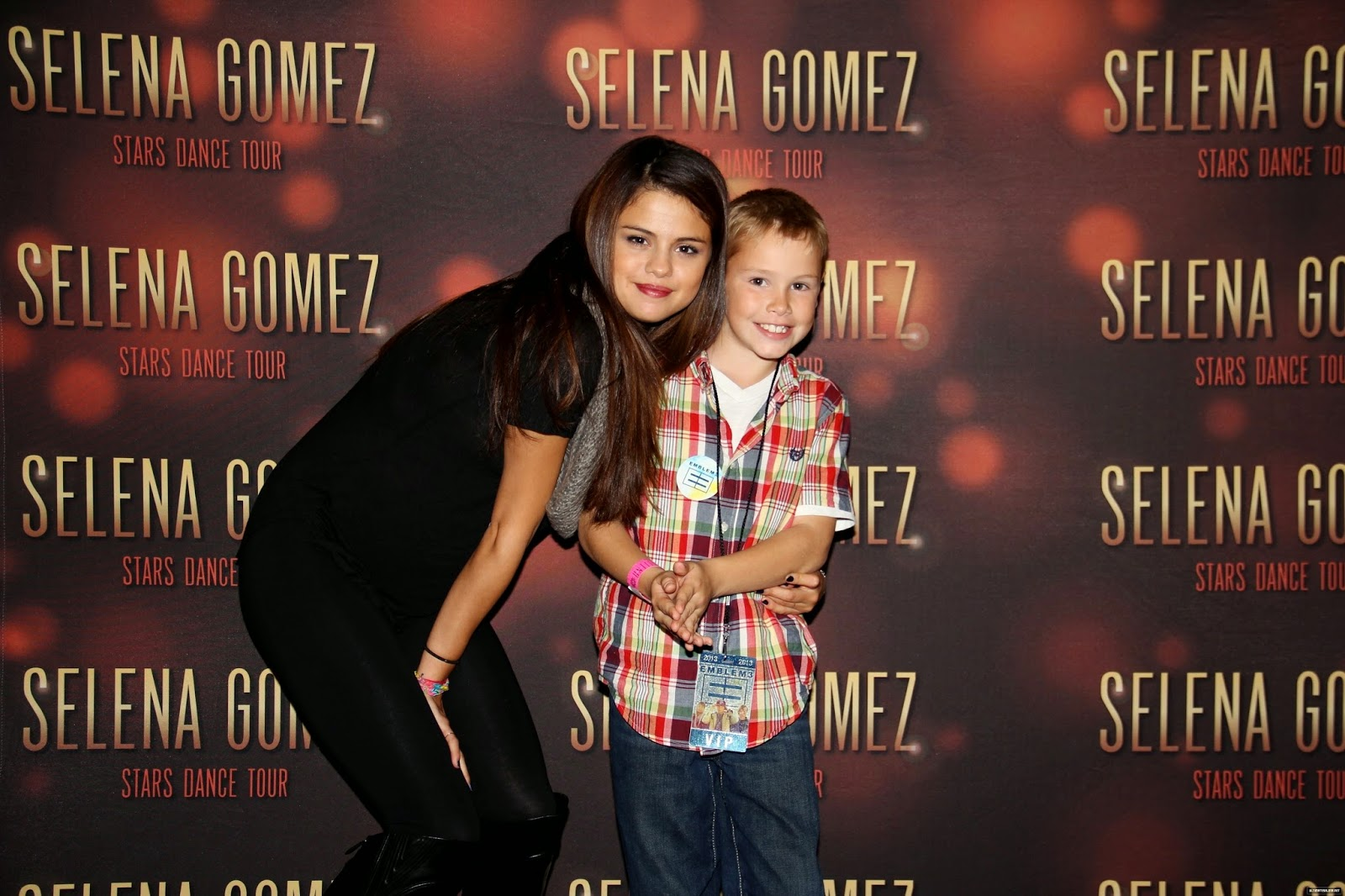 selena gomez meet and greet 2013 stars dance by
