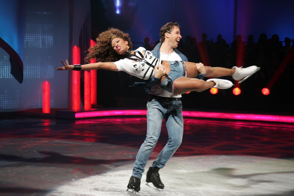 http://4.bp.blogspot.com/-zIbBnIYM-og/TsDoS6yiyHI/AAAAAAAAAWU/h4cC86Du3-E/s1600/Shaya+-+Dancing+on+Ice+2o+Live+13.11.2011+1.jpg