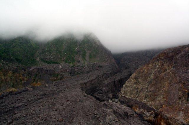 Cumbre del volcán Souffriere Hills en la isla de Montserrat