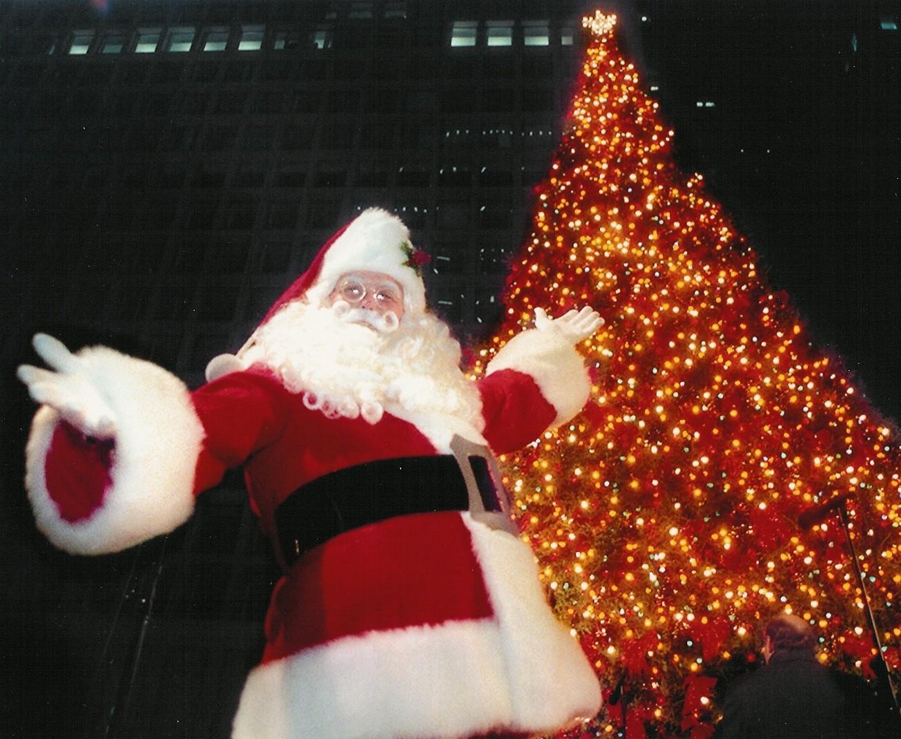 Papá Noel con árbol de Navidad