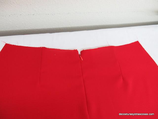 falda con cremallera en costura