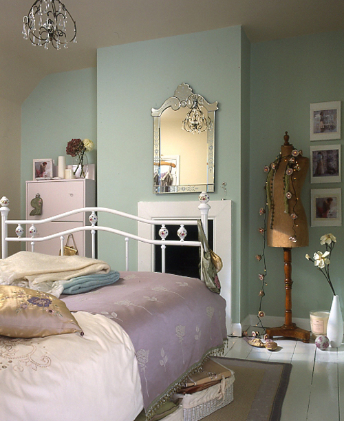 The vintage dolls inspiration for vintage bedroom for Antique bedroom ideas
