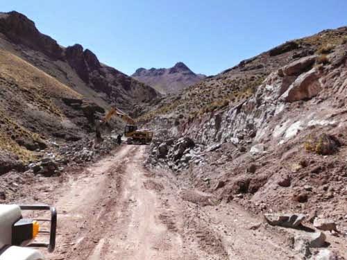 Die Arbeiten an der internationalen Verbindungsstrasse nach Argentinien gehen voran. Die Piste geht durch mein Missionsgebiet.