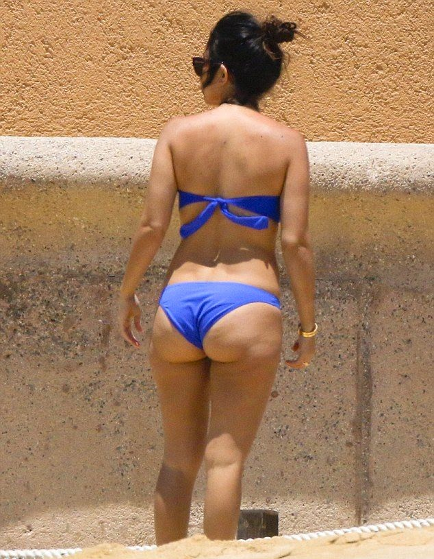 Kourtney Kardashian wears a Blue Bikini at Mexico on Saturday,‭ ‬April‭ ‬19,‭ ‬2014