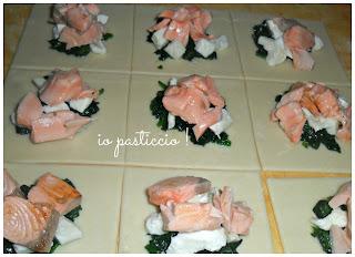 pasta brisè ripiena di spinaci,salmone e mozzarella