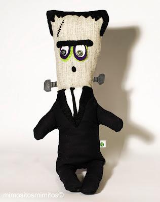 muñeco de tela hecho a mano para regalar en Halloween
