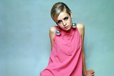 Twiggy-Pink-Dress-1966.jpg