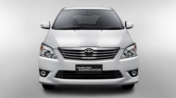 Mobil Toyota Innova