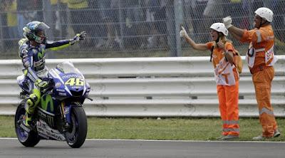 [Sport] Khawatir Disalip Lorenzo, Rossi Pakai Cara Ini