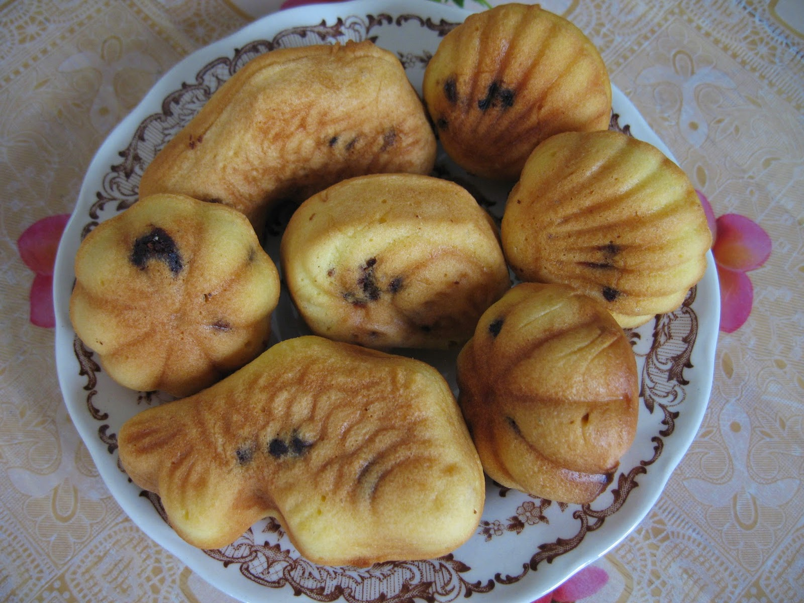 Sumptuous Flavours: Choc Chip Kuih Bahulu