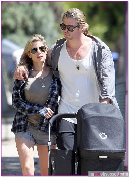 Chris Hemsworth And Elsa Pataky Go For A Stroll » Gossip | Chris Hemsworth | Elsa Pataky