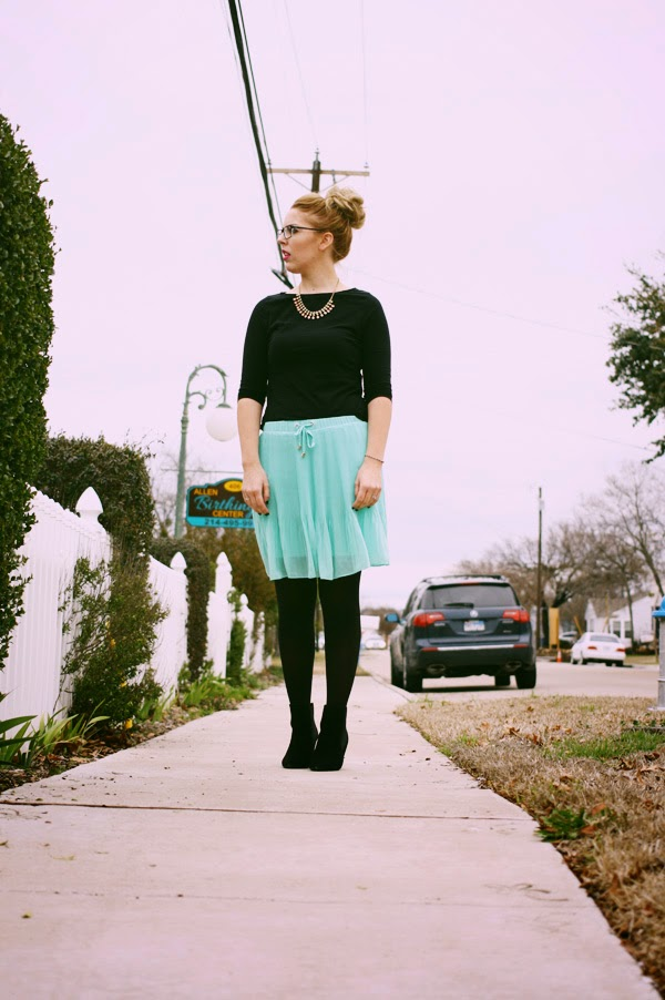 mint_and_black_outfit