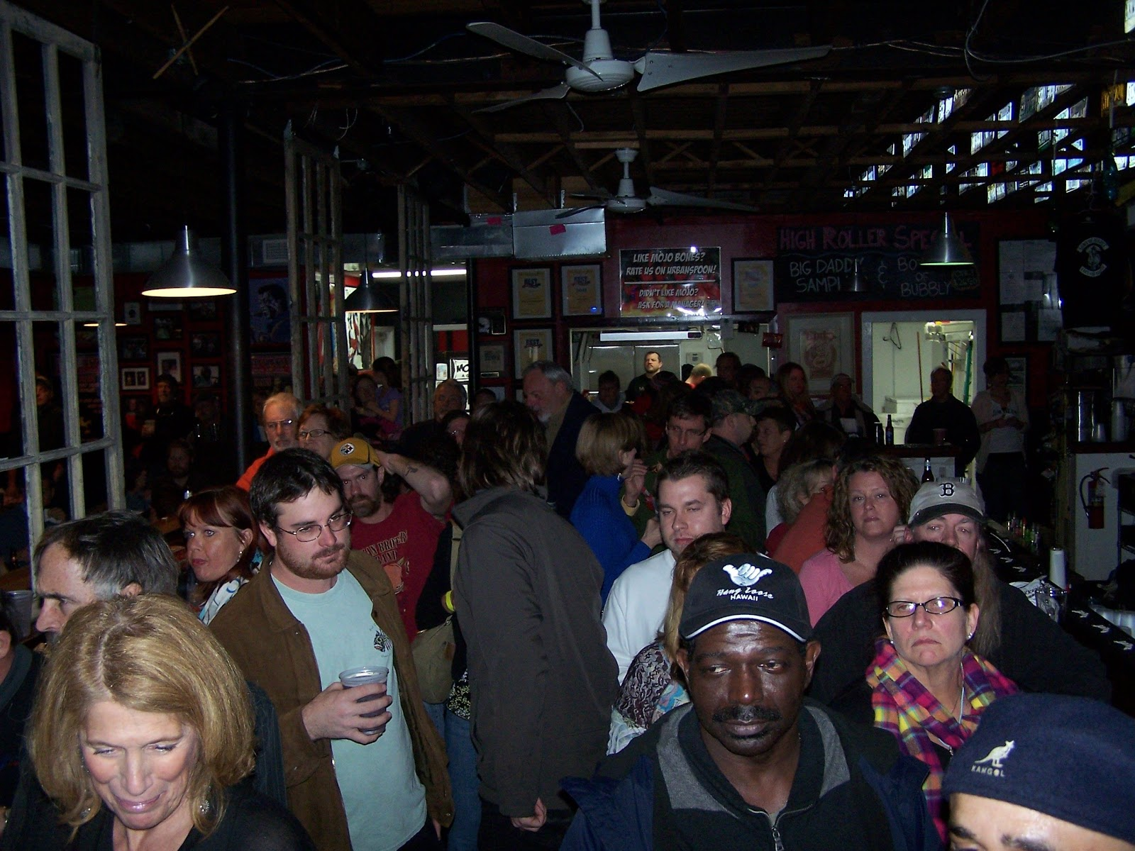 Crowd at Mojo Bones