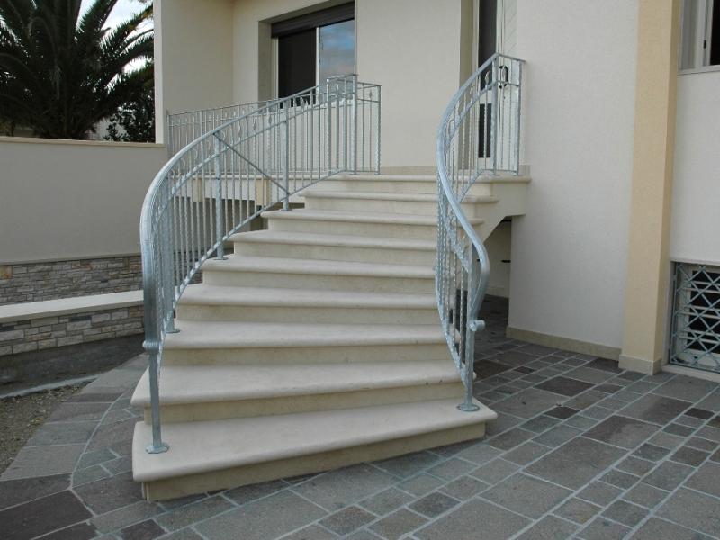 Marmeriasanexpedito offerta speciale gradini in pietra di apricena trani bocciardata - Scale esterne ville ...