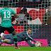 Bayern e Schalke empatam, Wolfsburg tropeça fora e M'gladbach vence