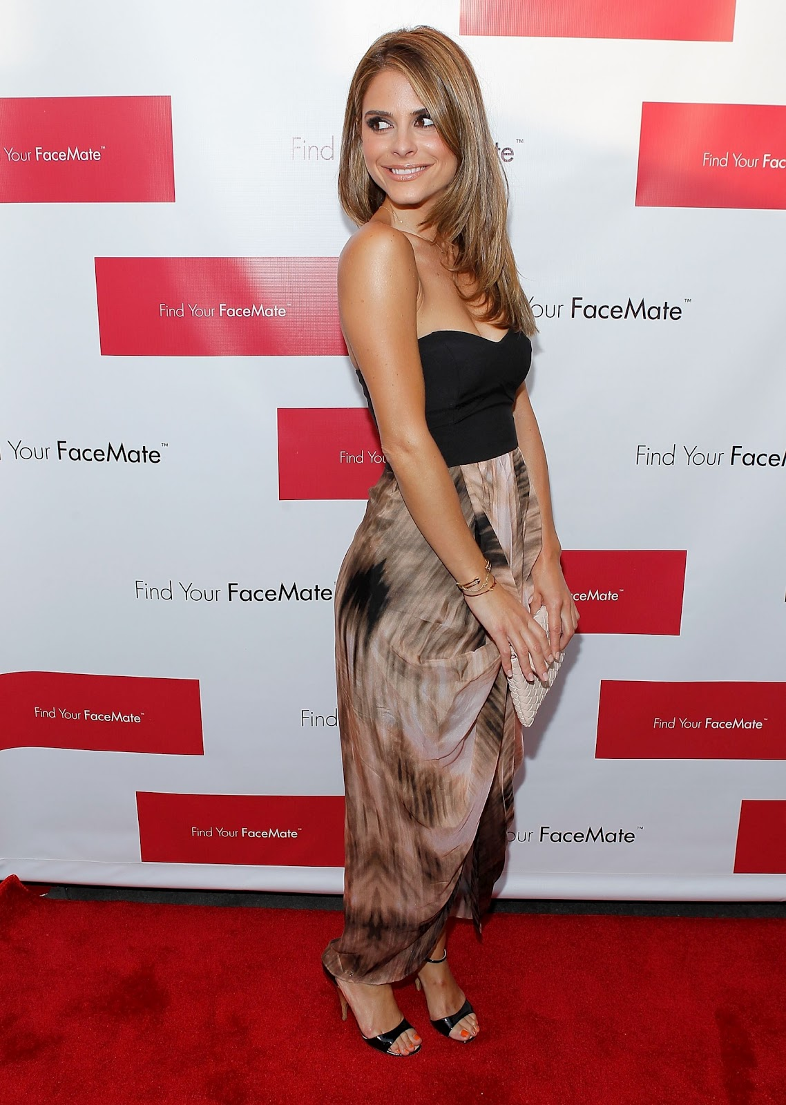 http://4.bp.blogspot.com/-zLqFrAZG8Fc/T_6s-hBAr8I/AAAAAAAAMLA/KmbLA3Miwyc/s1600/Maria+Menounos+Cleavage+-+Find+Your+Facemate+Launch+Event+in+New+York+07.jpg