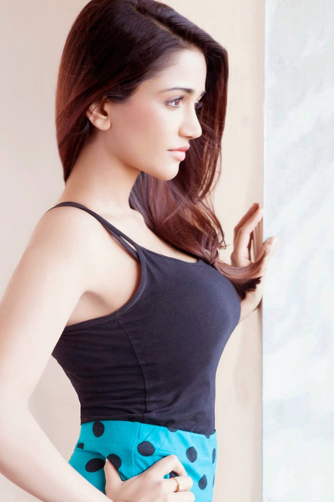 Anaika Soti Hot in T Shirt