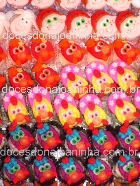 Doces decorados com o tema Cocoricó