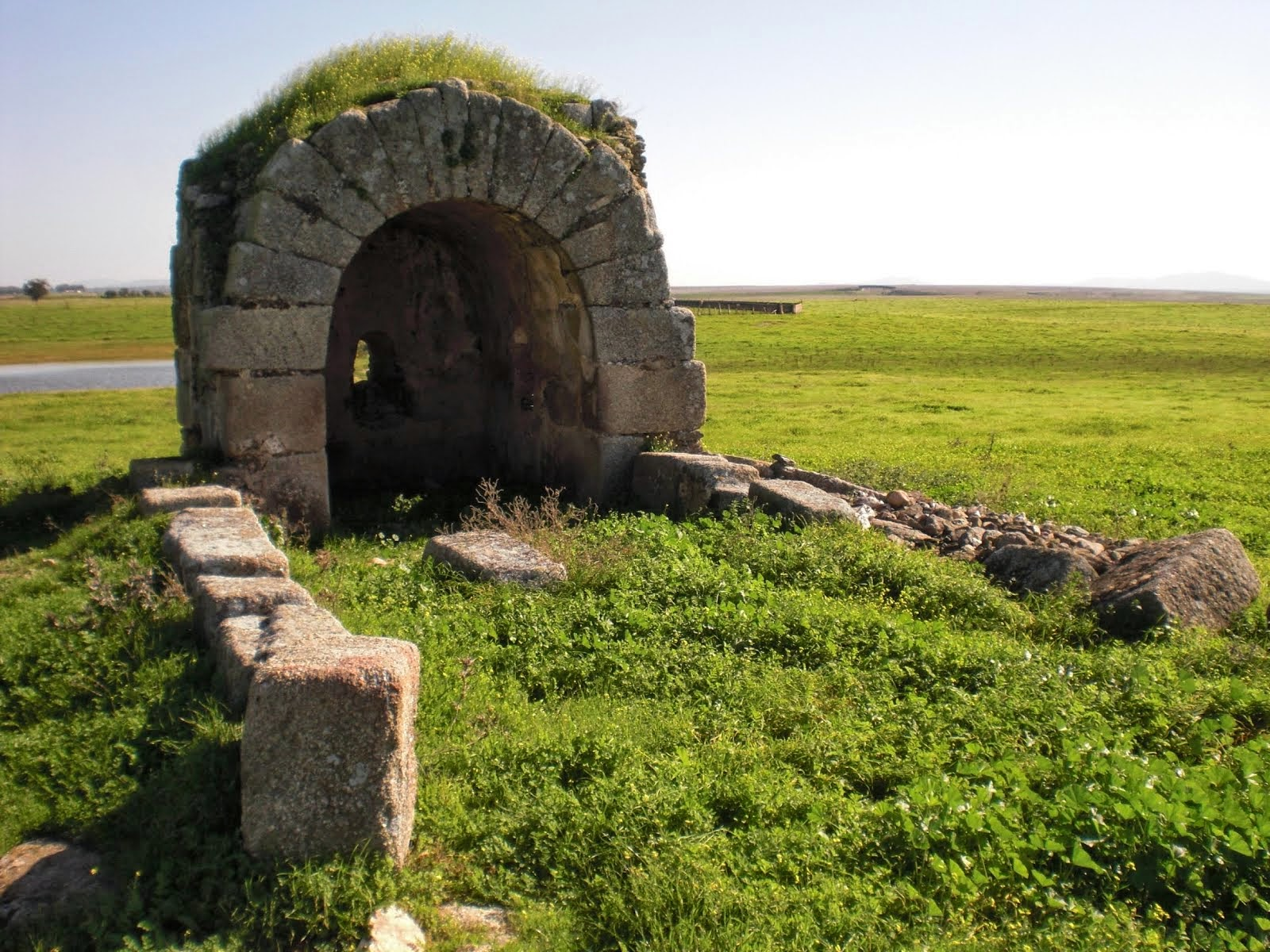 Ermita visigoda del Santo, junto a Valdesalor